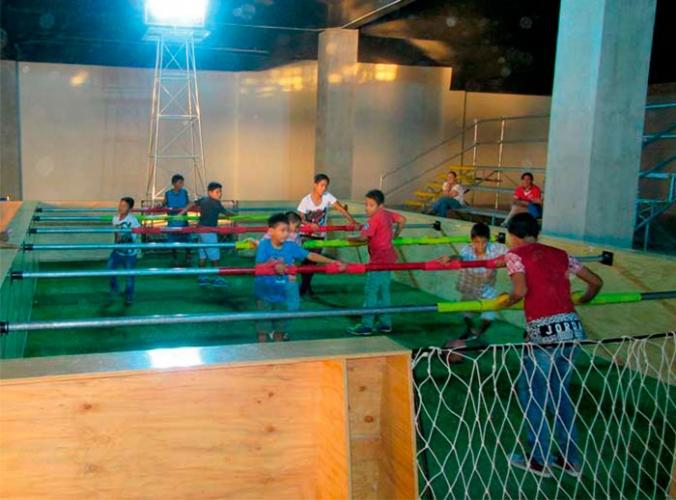 Juegos gigantes: Billar y Futbolín - Mall del Sur