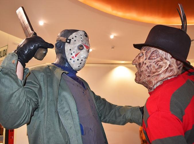 Cosplayers para toma de foto - Mall del Sur