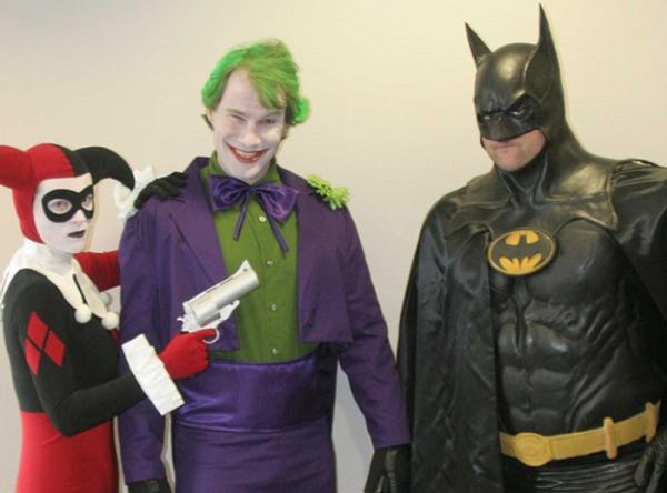 HORA LOCA CON HARLEY QUINN, JOKER Y BATMAN EN PUERTA DE OPERADORES  - Mall del Sur